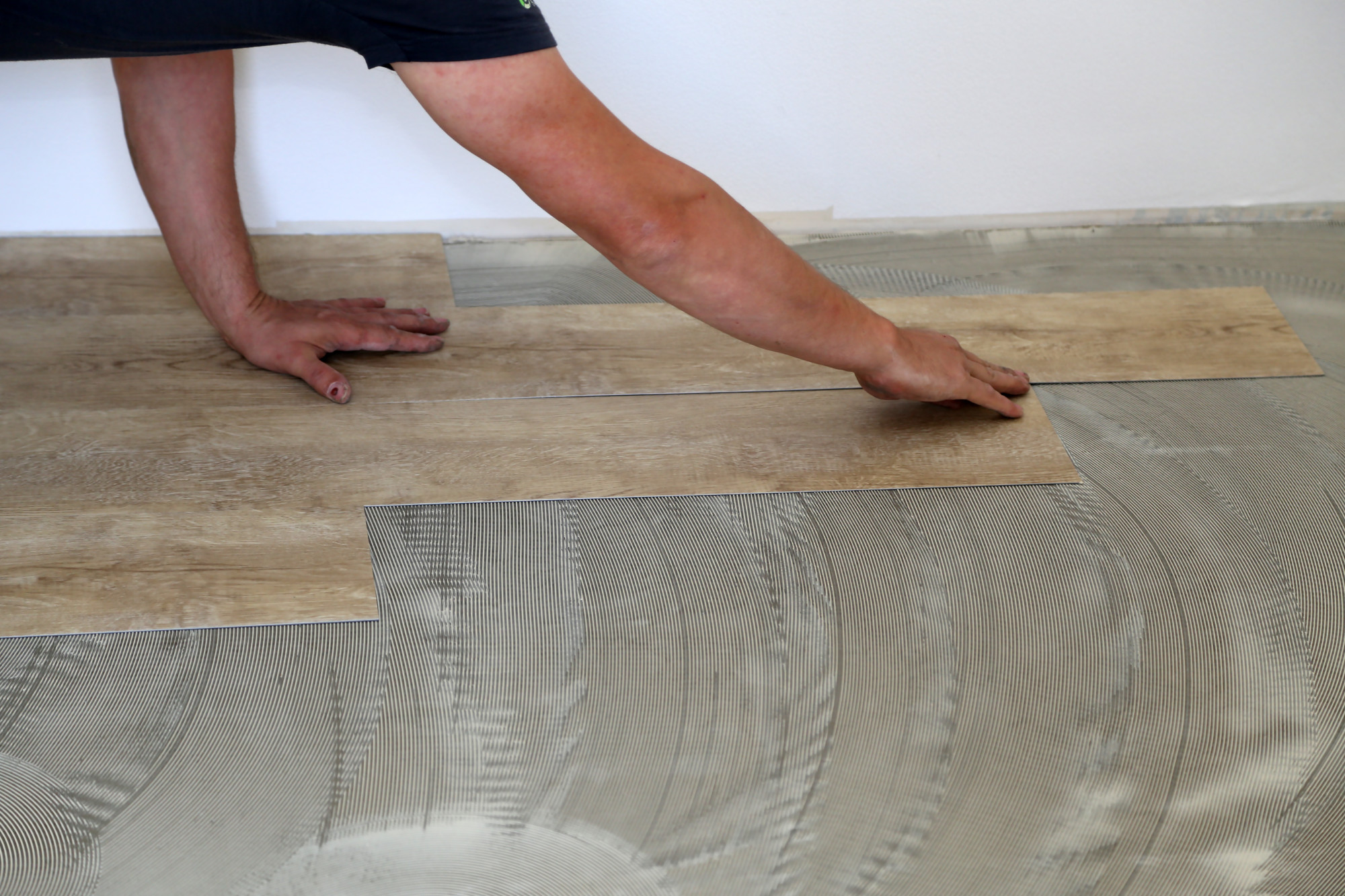 There are several benefits of vinyl flooring that you should be familiar with.