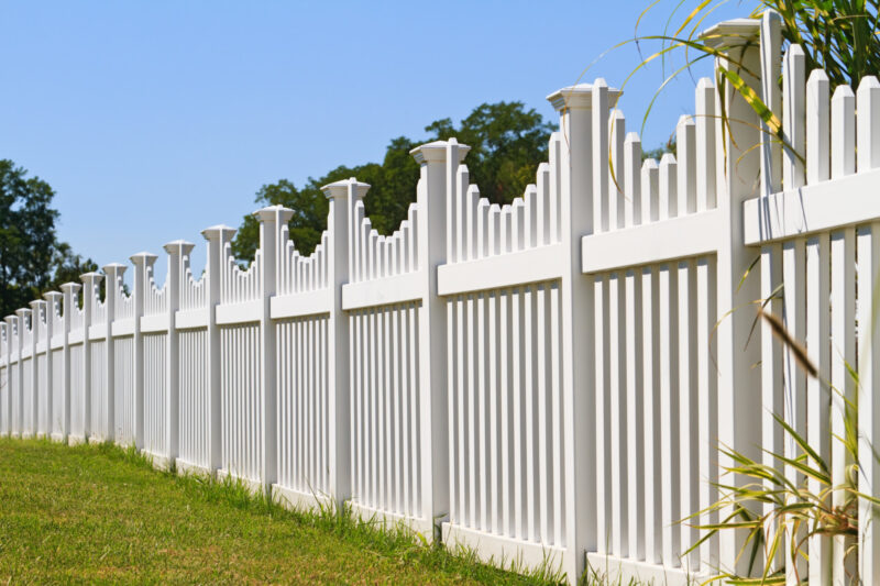 Not all fence contractors and installers are created equal these days. Here's how simple it actually is to choose the best fence company in your local area.