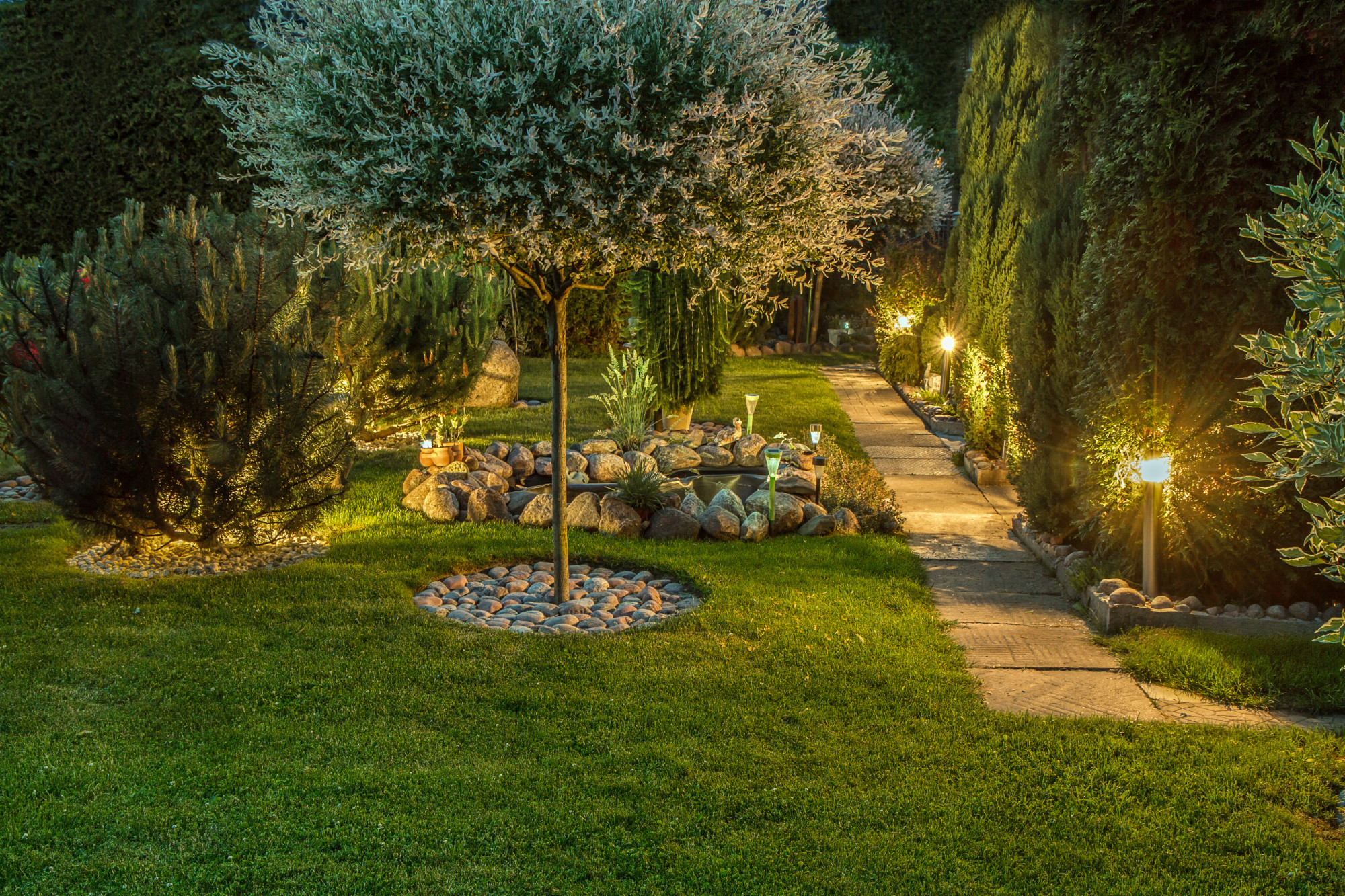 If you're ready to switch up your yard designs, this guide is for you. Read on to learn the top four yard ideas everyone should know to up your exterior look!