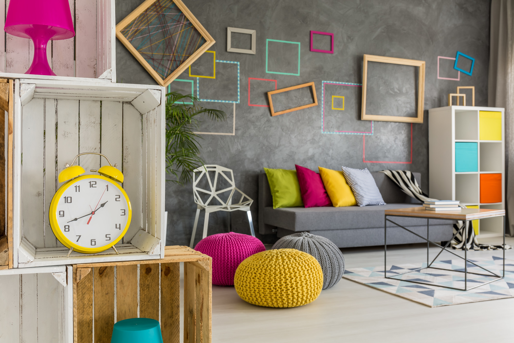 Are you moving into a new place? Do you want to make sure it looks its best? Check out our top apartment decor tips today.